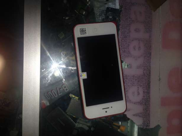 iPhone 5 , 32gb , clean as new with all accessories . Nairobi CBD - image 3