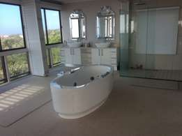 Watch the Whales! Stunning Kidds Beach House. Panoramic Sea Views