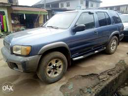 Clean used Nissan pathfinder