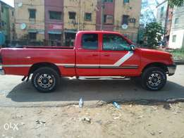 Toyota tundra 2000 model in a perfect condition, nothing to fix