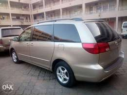ADORABLE MOTORS: A Tokunbo 2005 Toyota sienna 4 sale