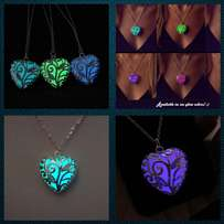 Glow in the Dark Merchandise, Heart glow pendants