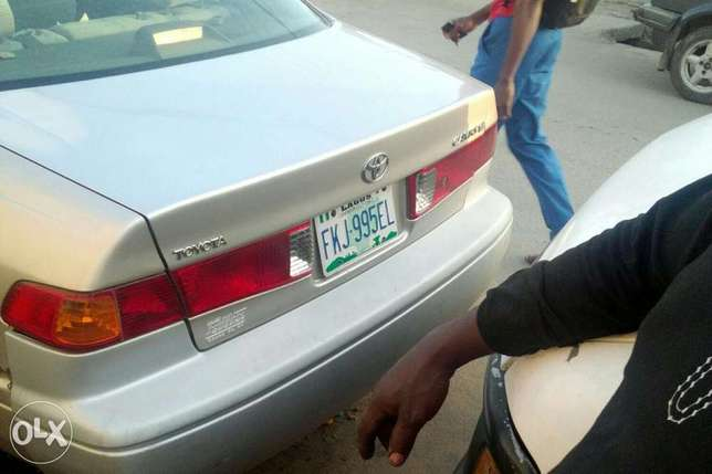 Super clean Camry 2000 for sale at affordable price. Kosofe - image 2