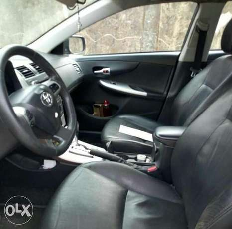2012 Toyota Corolla with push button ignition and bluetooth Ikeja - image 3