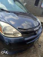 Good Toyota Sienna for Sale,just to do a little Maintenance to ur Tast