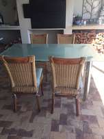 Diningroom table in excellent condition