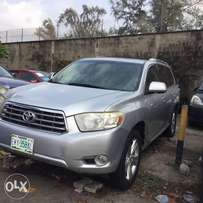 Toyota highlands 3 leather seat 4plugs just 6months registered still n