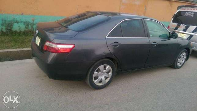 2007 Toyota Camry Le Lagos - image 3