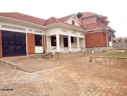 four bedroom stand alone house for rent in naalya at 1.2m