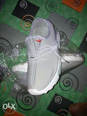 New Nike canvas for sale Ibadan - image 1