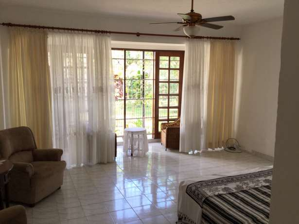 Nyali 5 Bedrooms Maisonette on 1/2 Acre plot For Sale Nyali - image 3