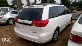 Very Clean Tokunbo 06 Toyota Sienna CE