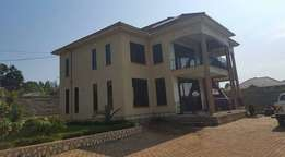 Nice 5 bedroom apartment for sale in Namugongo at 450m