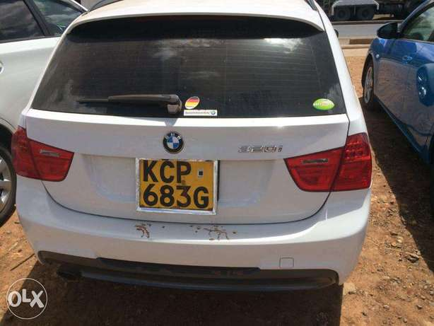 Station Wagon Unique BMW 320i SUNROOF Fully loaded on quick sell finan Nairobi CBD - image 2