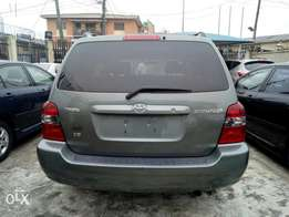 2005 Tokunbo Toyota highlander with 3 roll seat for sale