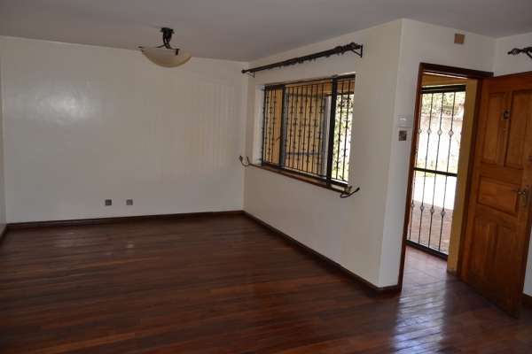 3 brm in community of 3 town houses Brookside Westlands - image 3