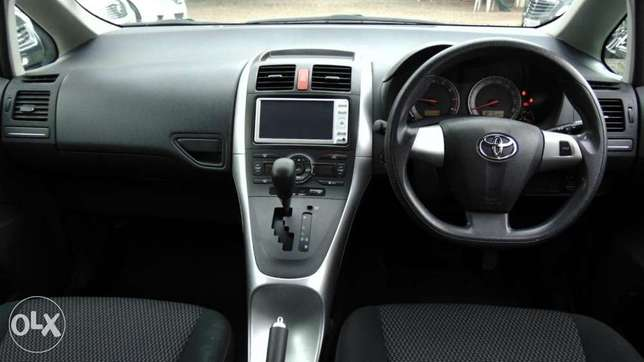 toyota auris 2010 model1500 cc fully loaded Parklands - image 8