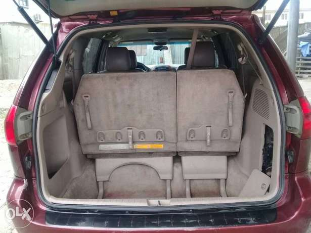 XLE Edition Nig.Used Toyota Sienna 2009 Model In Excellent Condition Lekki - image 6