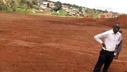 New estate Gayaza town, 8plots remaining for Sale near by main town