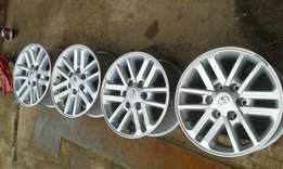 """Set of 17 """" hilux silver mags"""