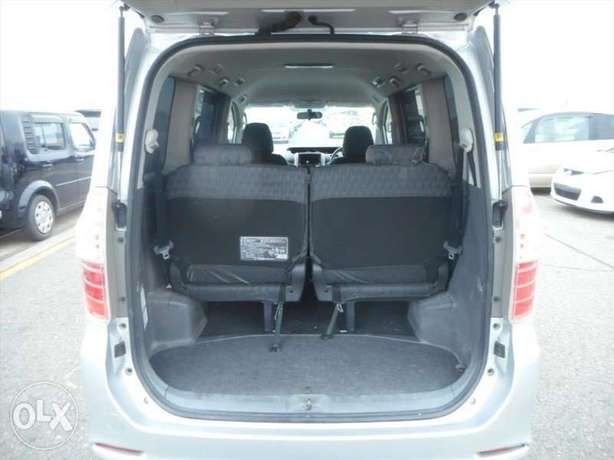 Toyota Noah Si Year 2010 Model Automatic 7 Seater Valvematic Silver Nairobi West - image 5