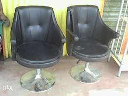2 leather hydraulic seats.