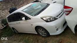 Toyota Isis valve Matic 2010 KCN 950k