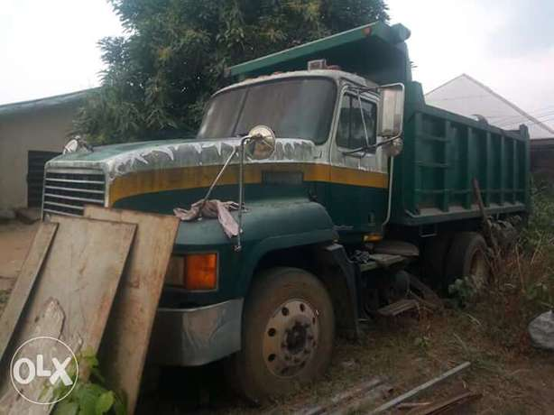 Mack truck for sale at a give away price... Wumba - image 1