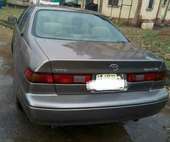 Neatly used Toyota Camry (1999)