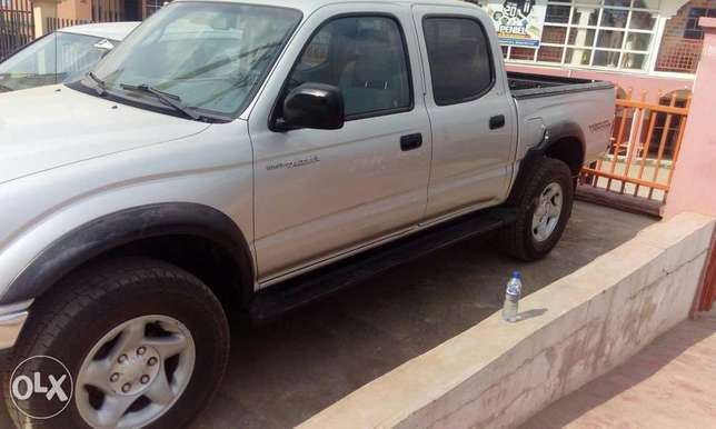 Toks Toyota Tacoma accident free full A C very clean truck Ibadan South West - image 2