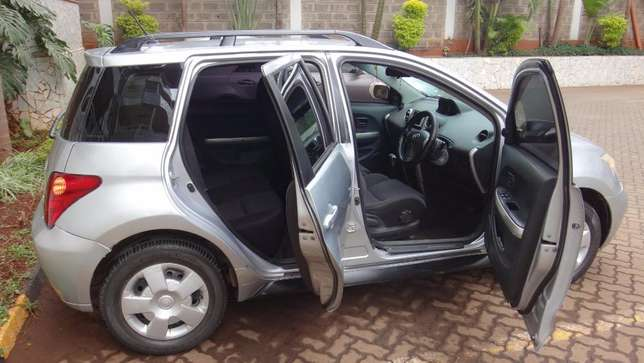 Silver Toyota IST excellent condition Westlands - image 3