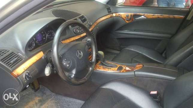 Super clean Nigerian used Mercedes Benz E320 4matic for sale Alimosho - image 2