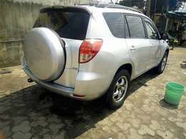 Neatly used Toyota RAV4 (2007)