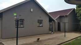 3 Bedroom house, 2 Garages, 2 bathrooms, Stand 1542