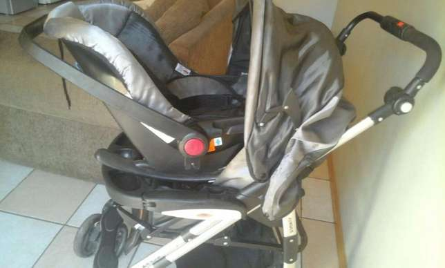 baby pram with car seat Pretoria East - image 6
