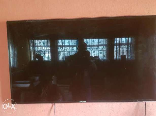 """Very Clean Samsung smart 3D TV""""55inch Ibadan Central - image 4"""