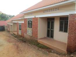 Cheap two bed room house at 500000 in Bweyogerere along Kinawataka roa