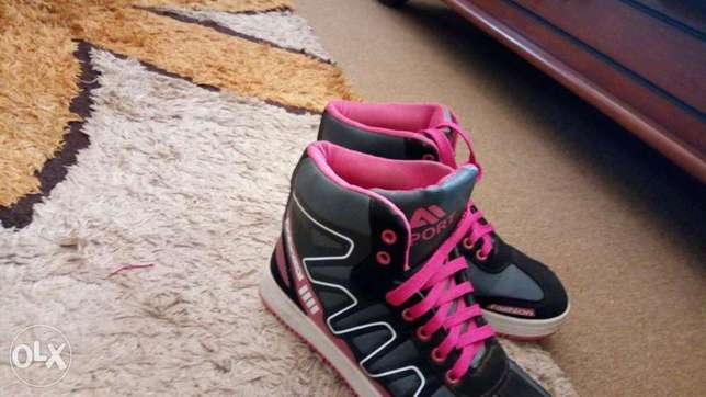 Pink black and white sneakers for an affordable price Kampala - image 5