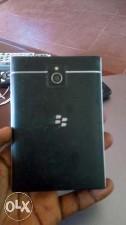 Blackberry passport for sale Ibadan South West - image 4