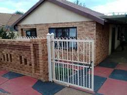 R2850 Beautiful 3 bedrooms house for Rent in Primville Zone 2 Soweto