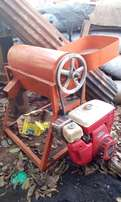 Maize sheller machine. Full kit with an engine altogether