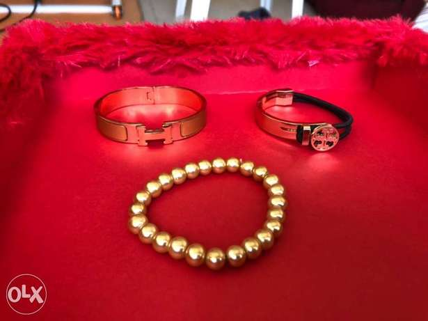 bracelets pearl and H any for 2$