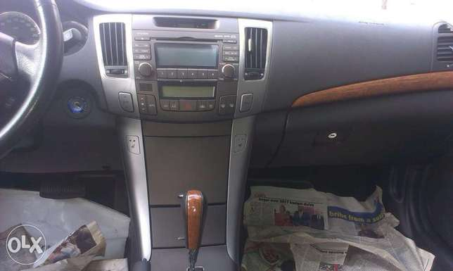 Buy and drive clean sparkling Hyundai Isolo - image 6