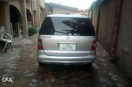 Super neat 2003 model ml320 Mercedes benz jeep in good condition.