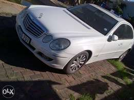 2008 Mercedes Benz E200 Kompressor.
