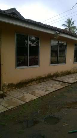 3 bedrooms bungalow on a shared compound nyali Nyali - image 4