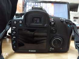 Canon 7d DSLR camera with lens for sale