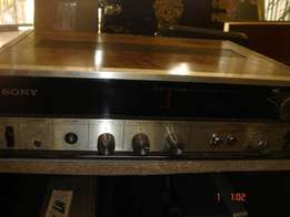 Vintage Stereo FM-AM receiver SONY model STR-230S, with set of two Spe