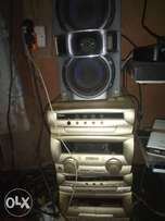 3 loader CD audio player with 2 speakers in good working condition.