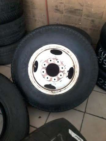750-16' Second hand truck tyres in 70-75% tread with rims R 1500 each. Pretoria - image 2